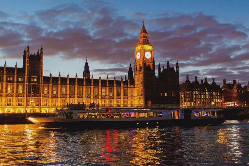 London Showboat 4 Course Dinner Cruise on Thames River