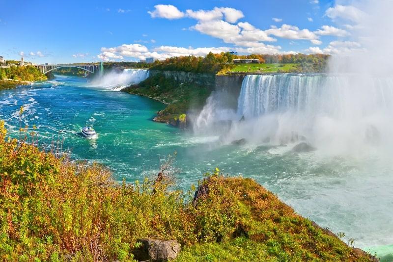 Niagara Falls-Tagestour ab New York City mit einer Bootstour