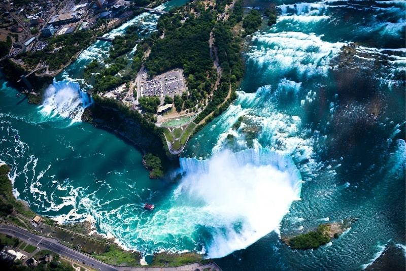 Niagarafälle an einem Tag: Deluxe Sightseeing Tour der amerikanischen und kanadischen Seite