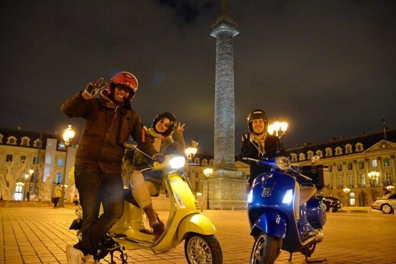 Tour privado en París por la noche en Vespa