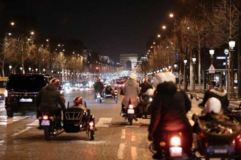 Visita privada de París por la noche Tour romántico en sidecar