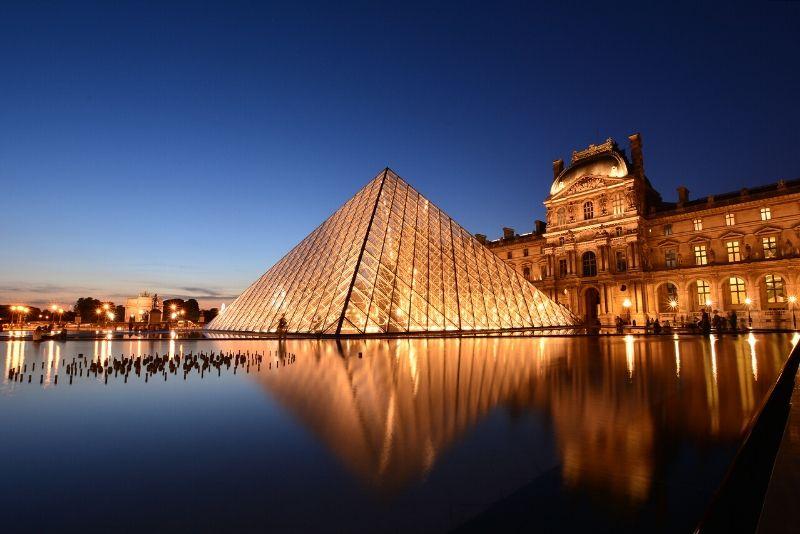Recorridos VIP por el Louvre y cata de vinos por la noche
