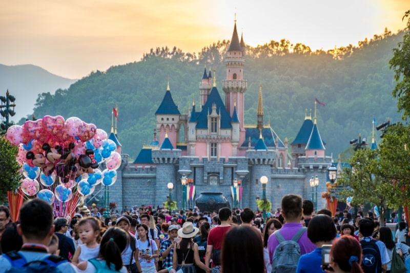 salta la coda Disneyland Hong Kong