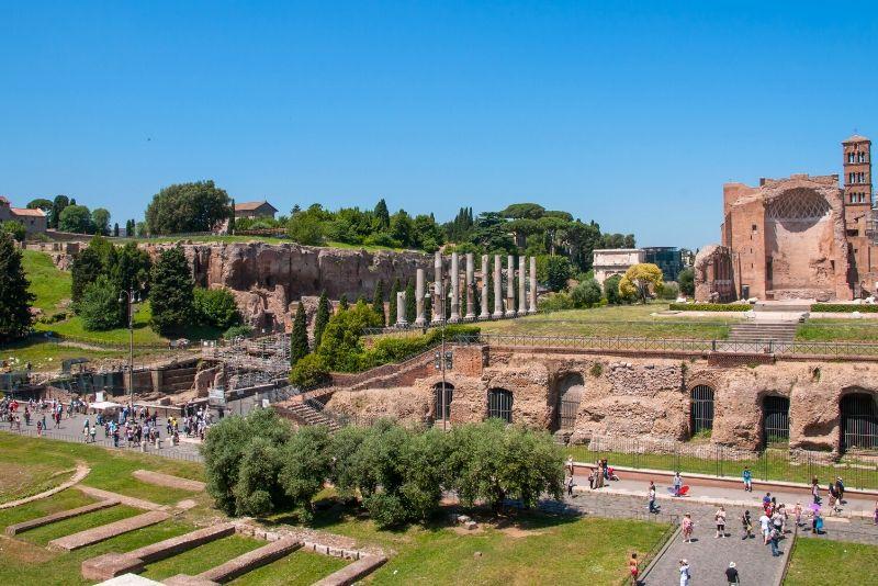 Tour a pie de criptas y catacumbas romanas en grupos pequeños