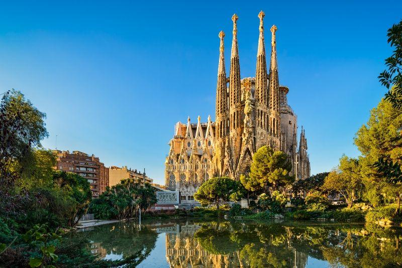 Tour guiado por la vía rápida a la Sagrada Familia con acceso a la torre