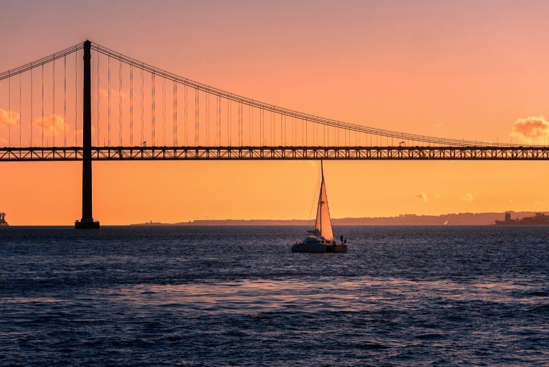 Lisbon: 2-Hour Sunset Cruise on the Tagus River with Drinks