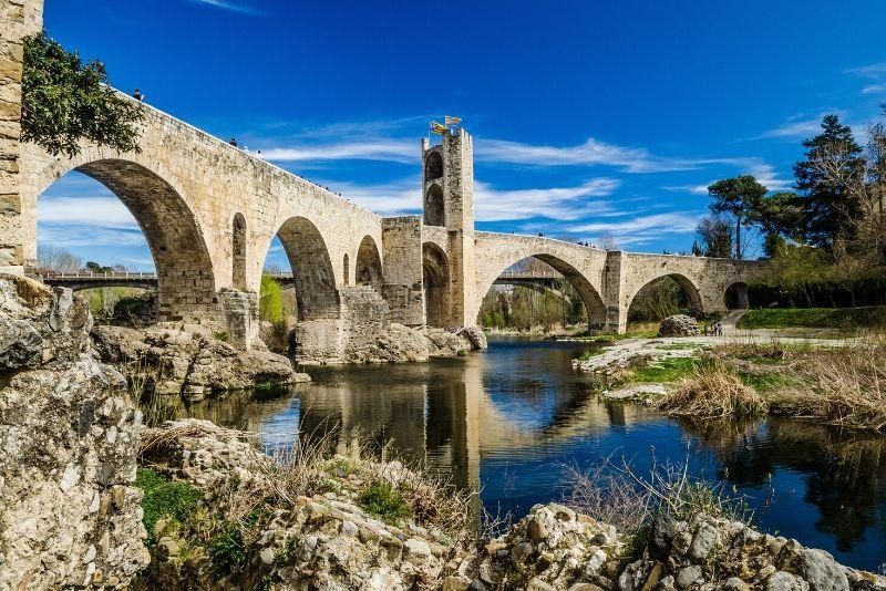 Excursión de un día a los tres pueblos medievales desde Barcelona