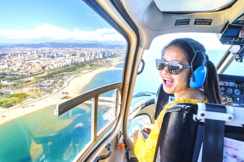 Tour a piedi per piccoli gruppi con volo in elicottero e gita in barca