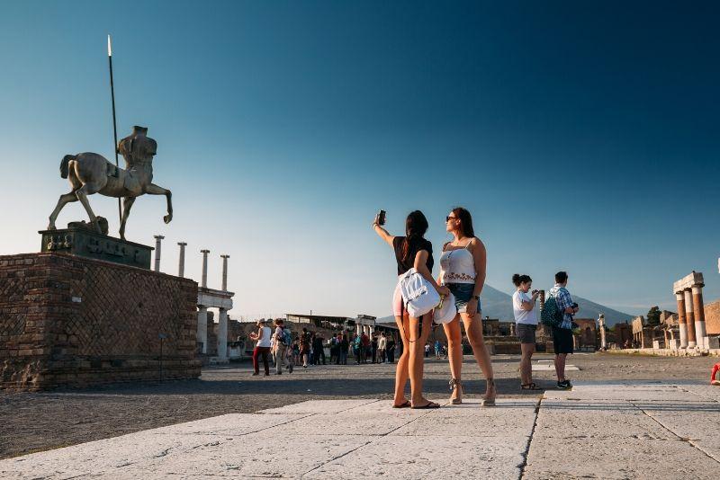 Tour privato di un'intera giornata a Pompei, Vesuvio e Sorrento da Napoli