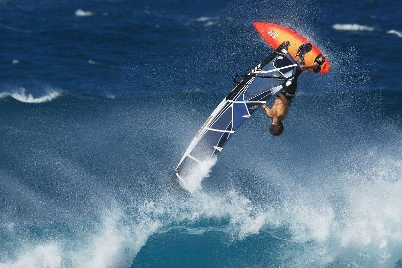 windsurf a onde grandi