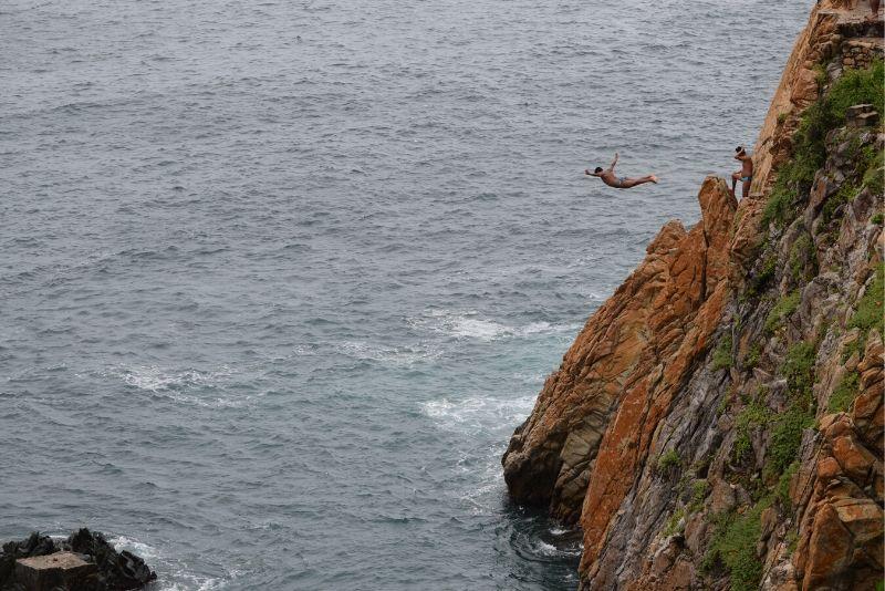 salto con la scogliera
