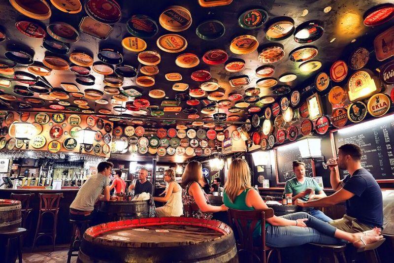 Choses à faire en Belgique #6 Déguster les bières locales dans le Délirum café