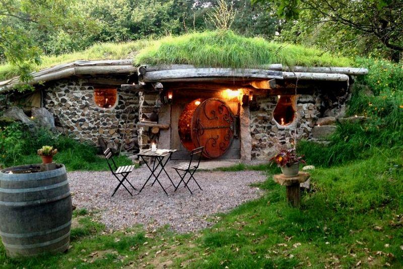 Dormez dans la maison du Hobbit- #14 Hébergements insolites en France