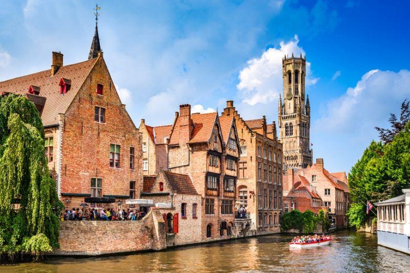 Choses à faire en Belgique #5 Naviguer sur les canaux de Bruges