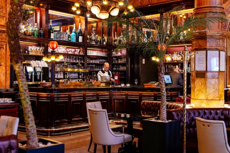 Choses à faire en Belgique #18 Prenez un verre dans le café metropole bruxelles