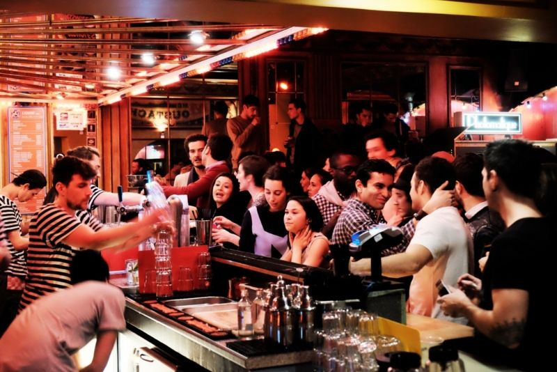 Choses à faire en Belgique #45 Prenez un verre dans l'incontournable bar de chez madame moustache