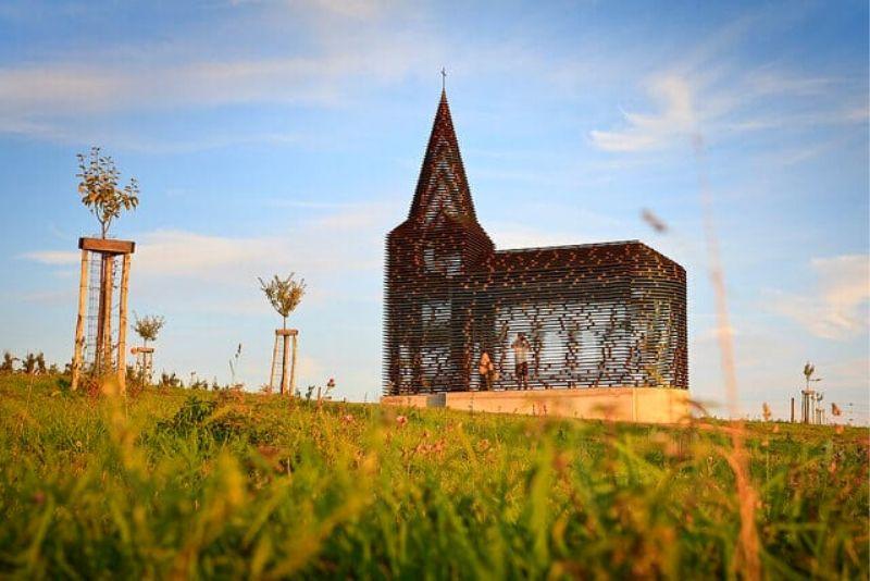 Choses à faire en Belgique #27 Visitez l'église transparente à Looz