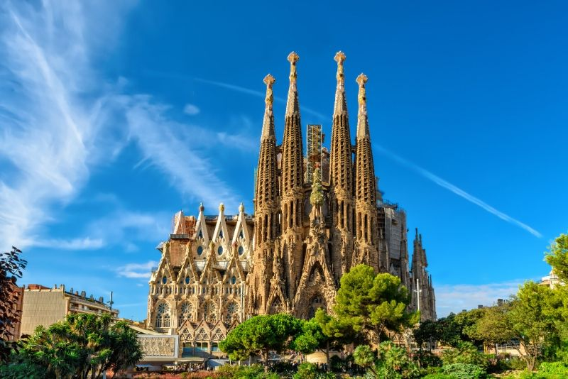 Art Play + Sagrada Familia Free Tour