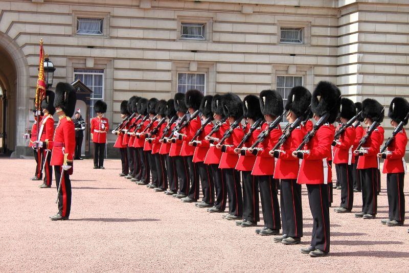 London an einem Tag mit Wachablösung und Blick von oben!
