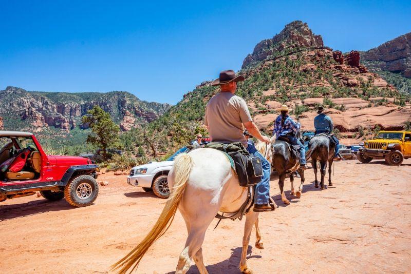 Full-Day Sedona Combo: Jeep Tour, Horseback Ride, and Dinner & Show