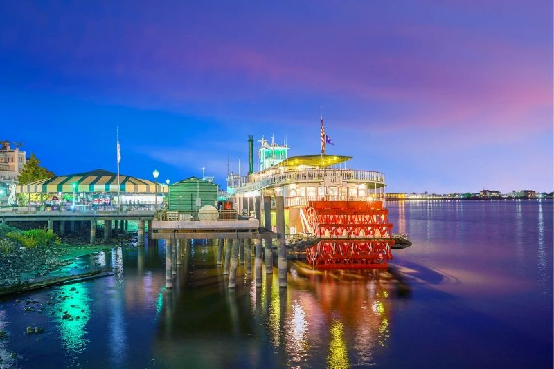 book Steamboat Natchez cruises online