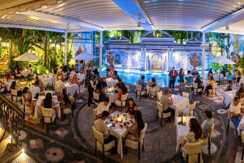 El restaurante de Gianni en la antigua mansión Versace