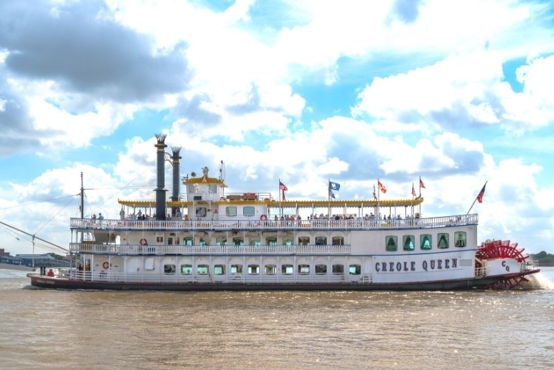 Paddlewheeler Creole Queen cruise in New Orleans