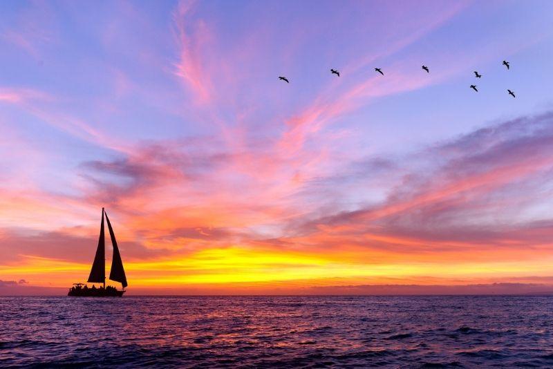 romantic sunset sailing tour in Chicago