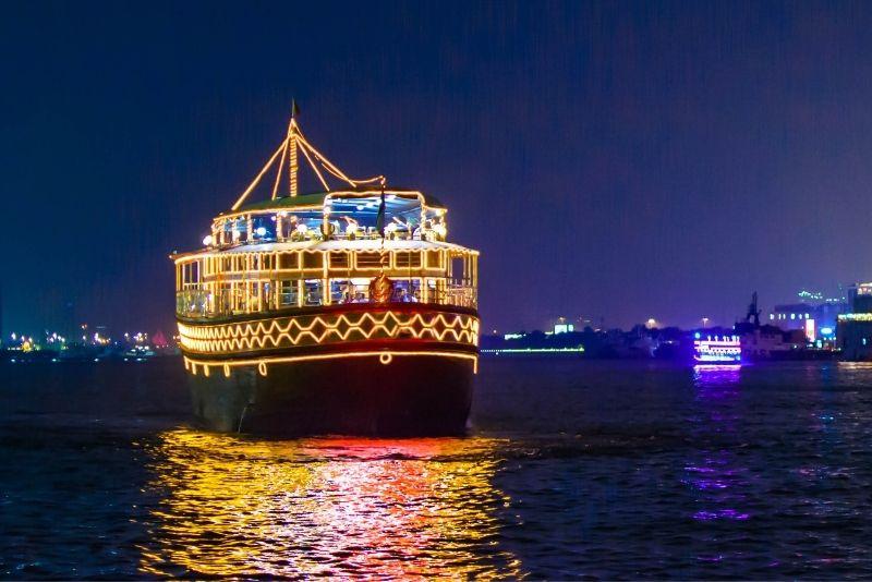 Cerca de crucero en Dubai Creek