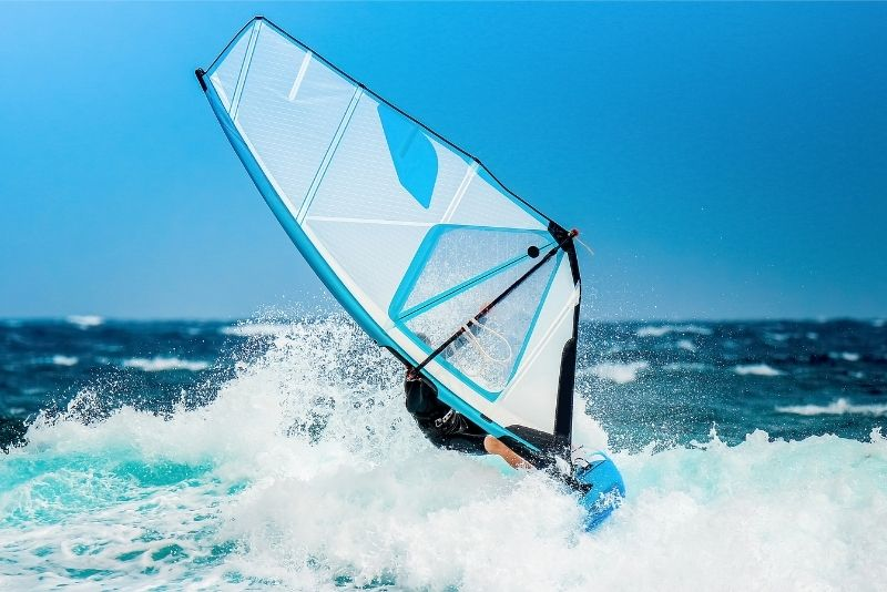 windsurfing in Dubai