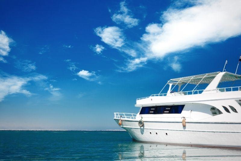yacht tour in Dubai