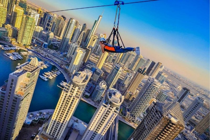 tirolina en Dubai Marina