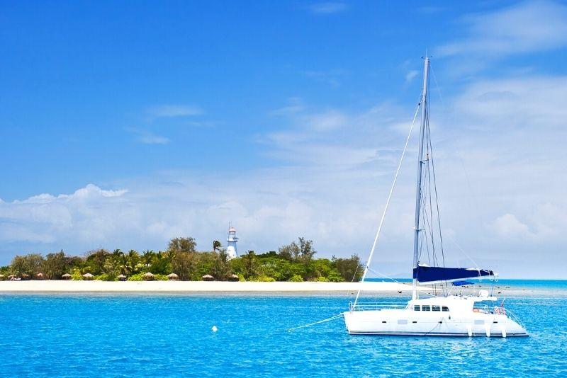 Low Isles sailing tour