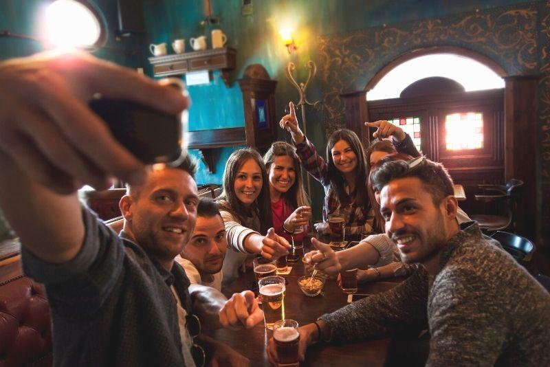 Savannah haunted pub crawl and walking ghost tour