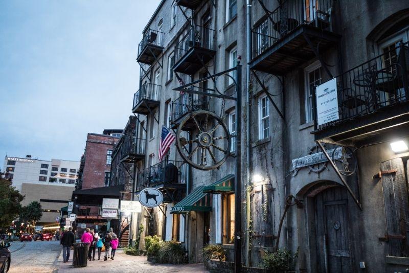 zombie walking ghost tour in Savannah