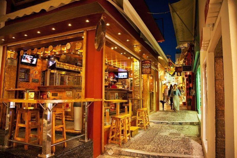 Bars auf Santorin
