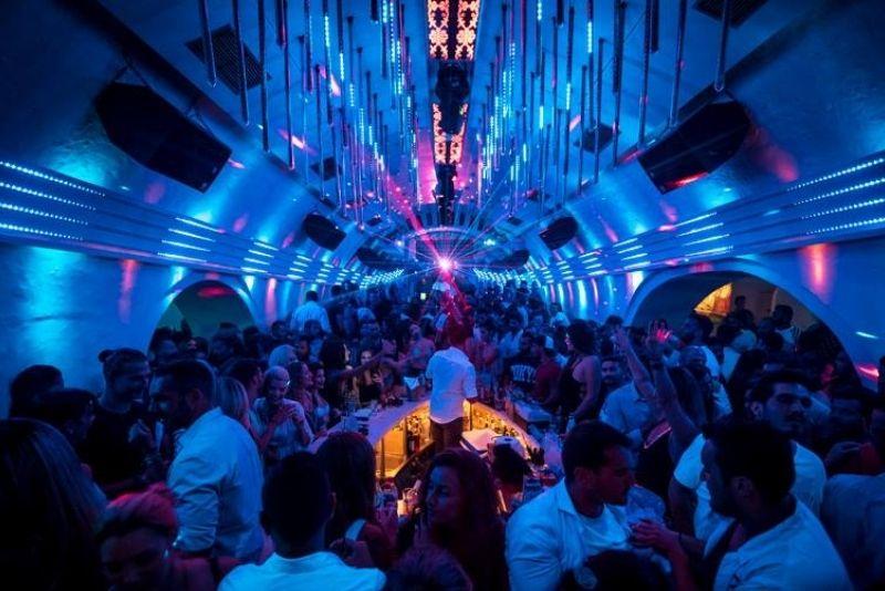 Clubs auf Santorini