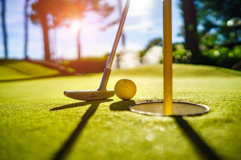 Victoria Park mini-golf