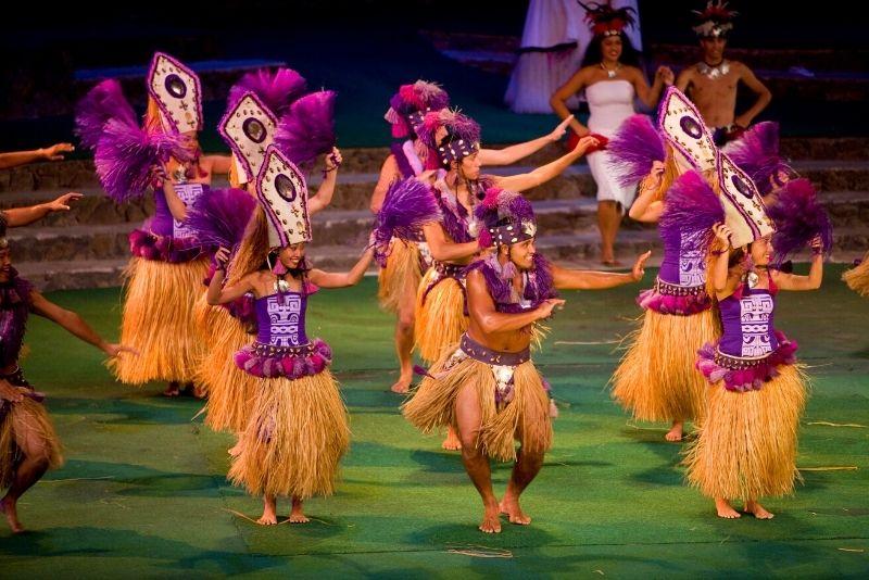 Luau show in Oahu