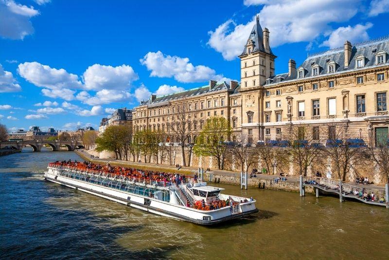 Croisière touristique à Paris
