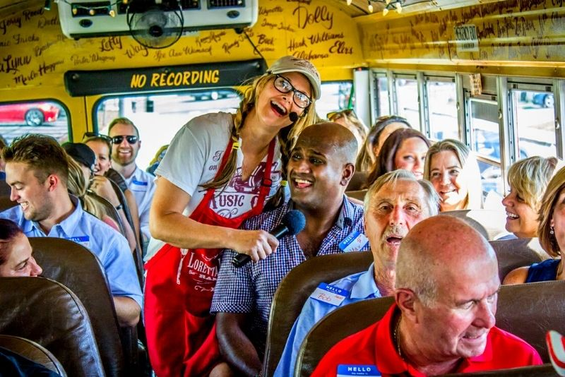 Rollin' Jamboree Comedy Country Sing-Along Bus Tour in Nashville