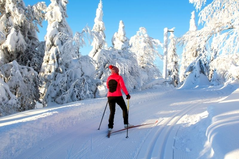 cross-country skiing in Lake Tahoe