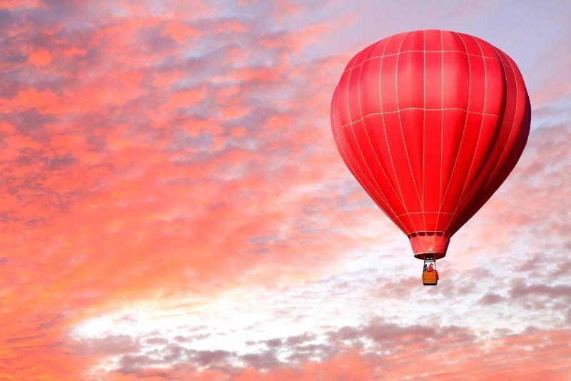 hot air balloon flight in Lisbon