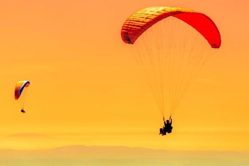 paragliding in Lake Tahoe