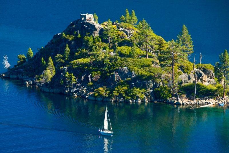 sailing boat tour in Lake Tahoe