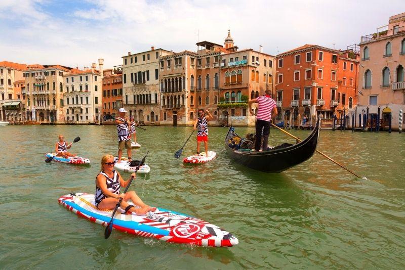 stand up paddleboarding a Venezia