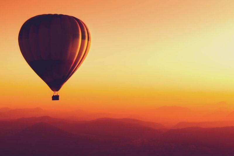 sunrise hot air balloon in Nashville