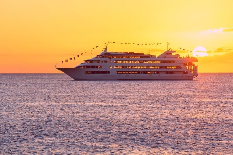 sunset dinner & show Cruise in Oahu