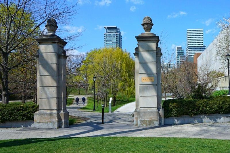 Philosopher's Walk, Toronto University
