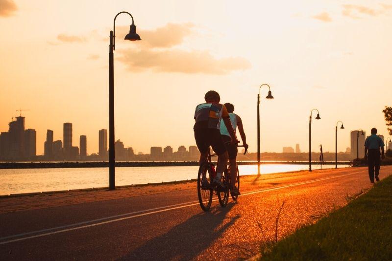 bike tour in Toronto